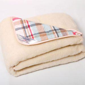 Одеяло на овчине с одной стороны мех, со второй х/б ткань